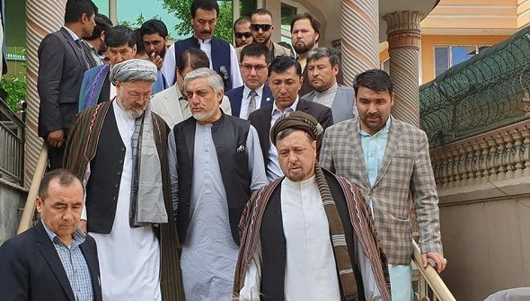 """""""Priority to Peace, not Election"""" Leads Mohaqiq to Leave Hanif Atmar's Election Team"""