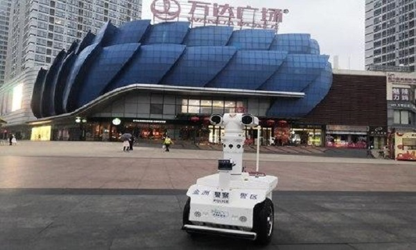 China Develops Robots to Monitor Residents' Body Temperatures Amid Coronavirus Outbreak
