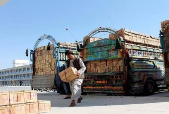 Trucks with Fruits, Vegetables Await Entry at Nimroz, Kandahar Customs