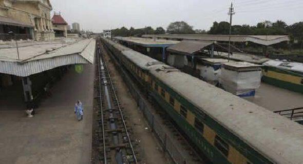 Pakistan Railway Converts Train Cars Into COVID-19 Isolation Units