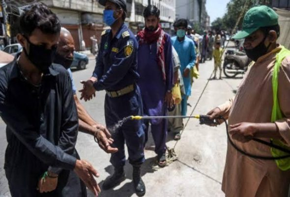 Pakistan Begins Phase-wise Easing of Nationwide Lockdown Even as Coronavirus Cases Rise