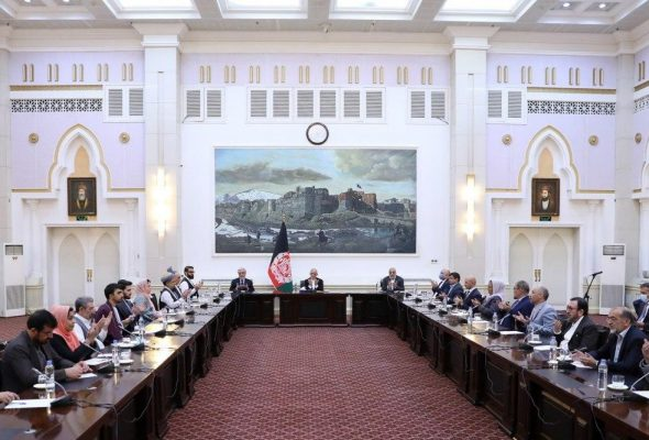 Ghani, Abdullah Meet With Peace Negotiating Team Before It Leaves For Qatar