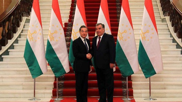 Chinese FM: Afghanistan Closer to Peace