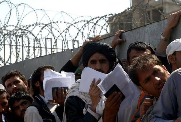 More Than 300 Pakistanis Stranded in Afghanistan Protest for Their Return