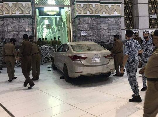 Car Crashed Into The Gate of Mecca's Grand Mosque, Driver Arrested